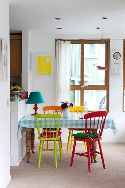 Mesas y sillas de colores el taller de lo antiguo - De que color pintar el comedor ...