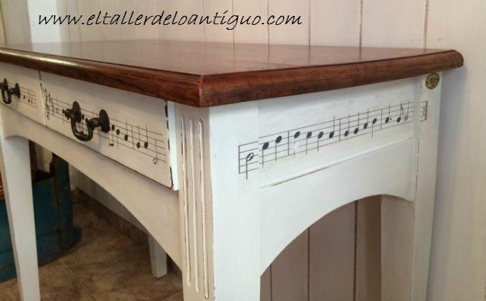 Un escritorio musical el taller de lo antiguo for Con que pintar muebles de pino