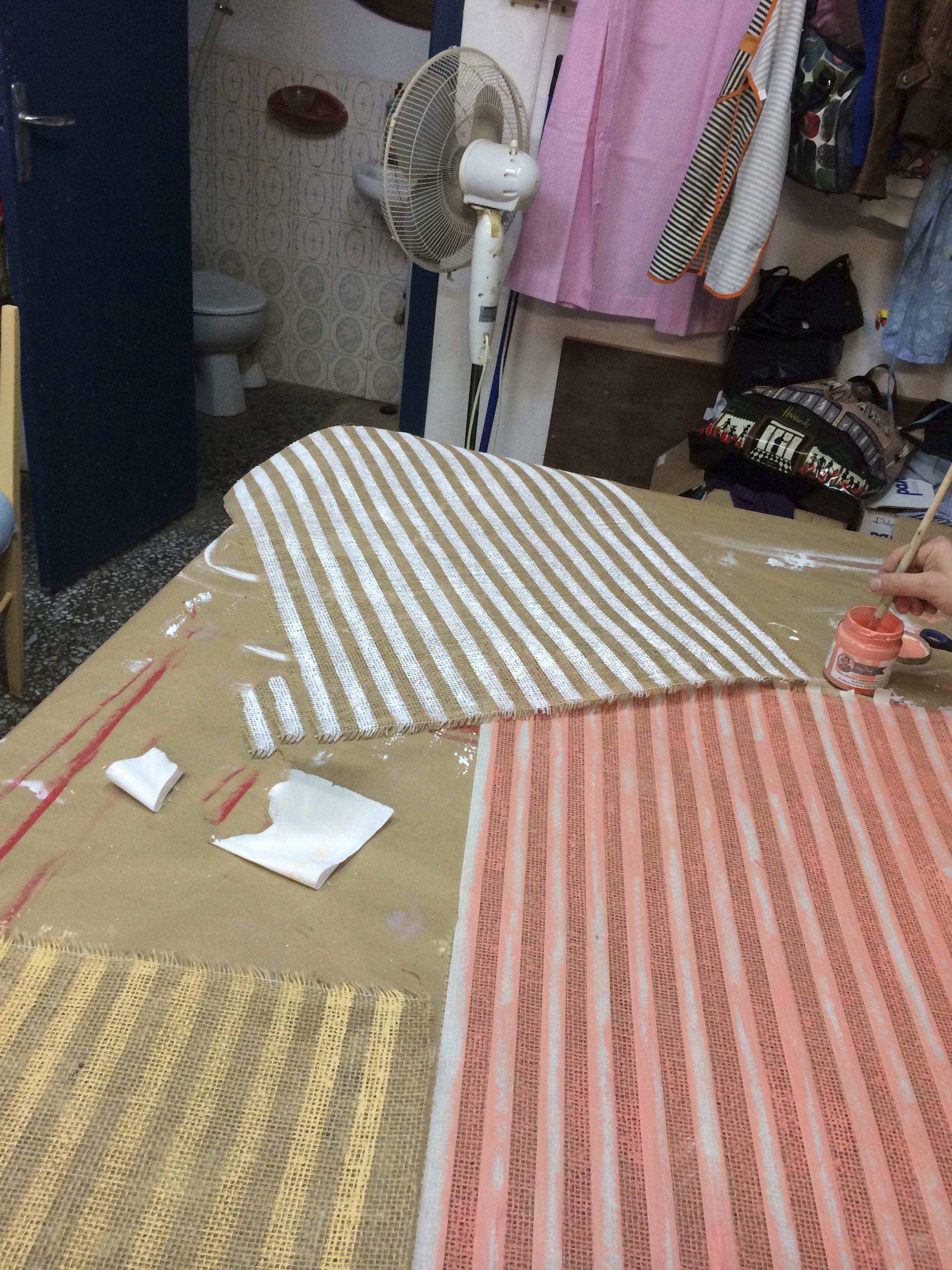 pintar tejidos para tapizar el taller de lo antiguo